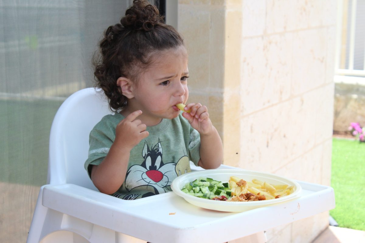 6 ways you can painlessly teach your children to eat better