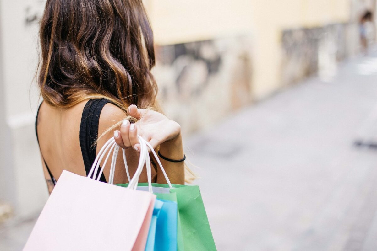 7 Thrift Shopping Tips to Spend Less and Buy More